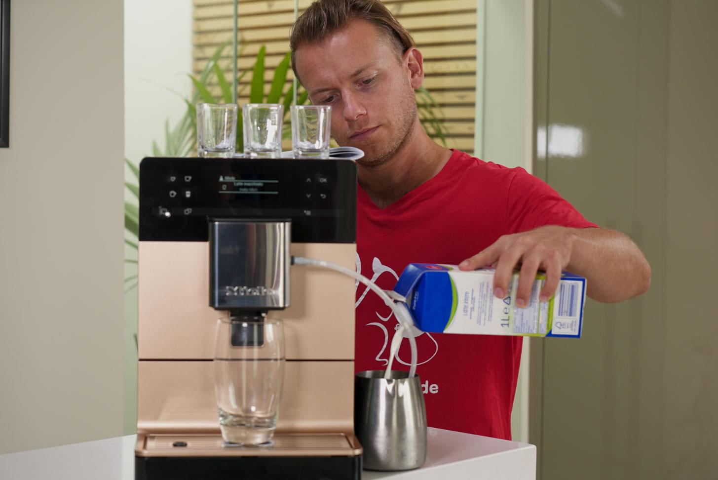 Arne Testet auf Coffeeness Kaffeevollautomaten